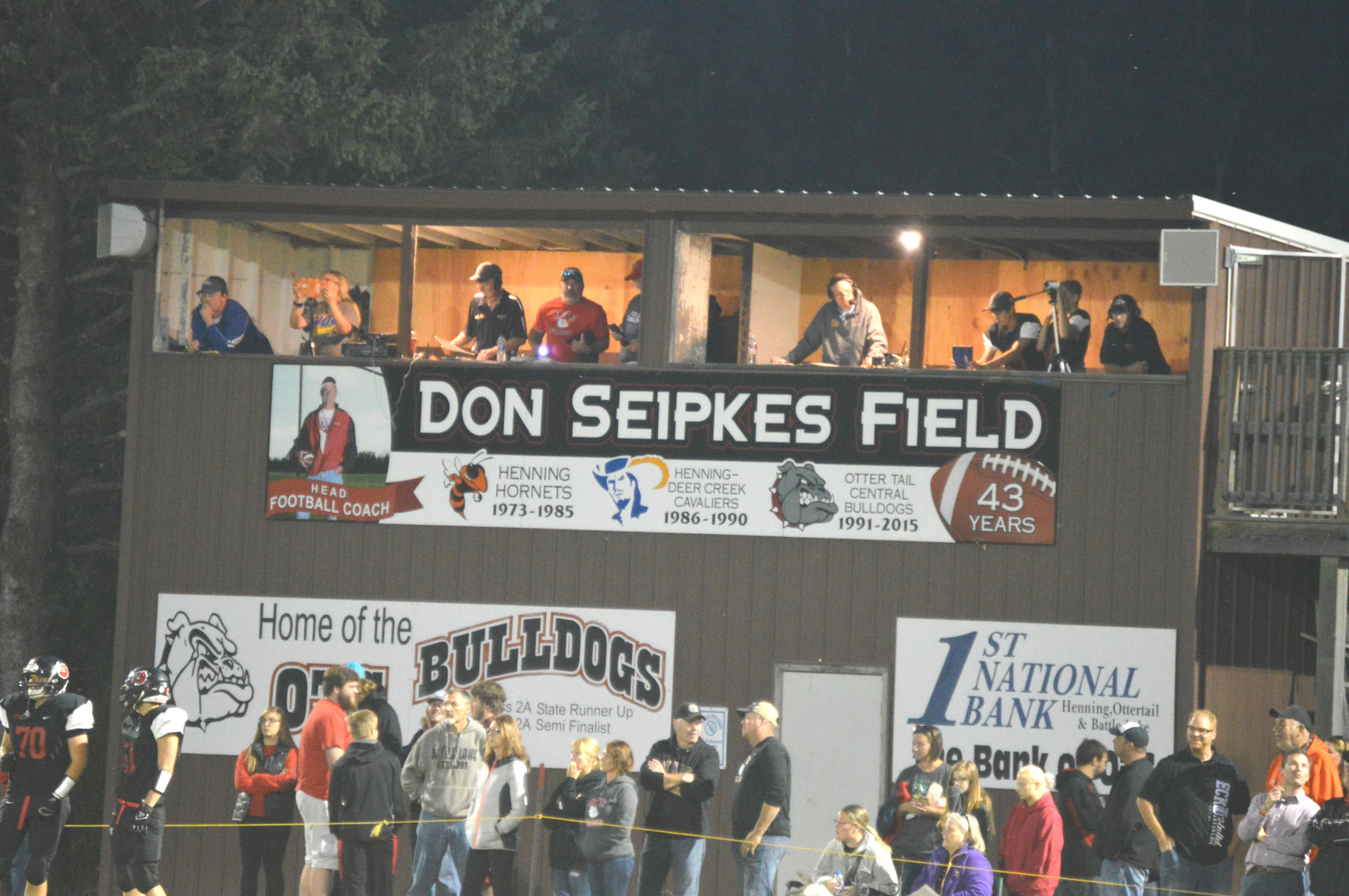 Henning Field Dedicated To Coach Don Seipkes/Bulldogs Win